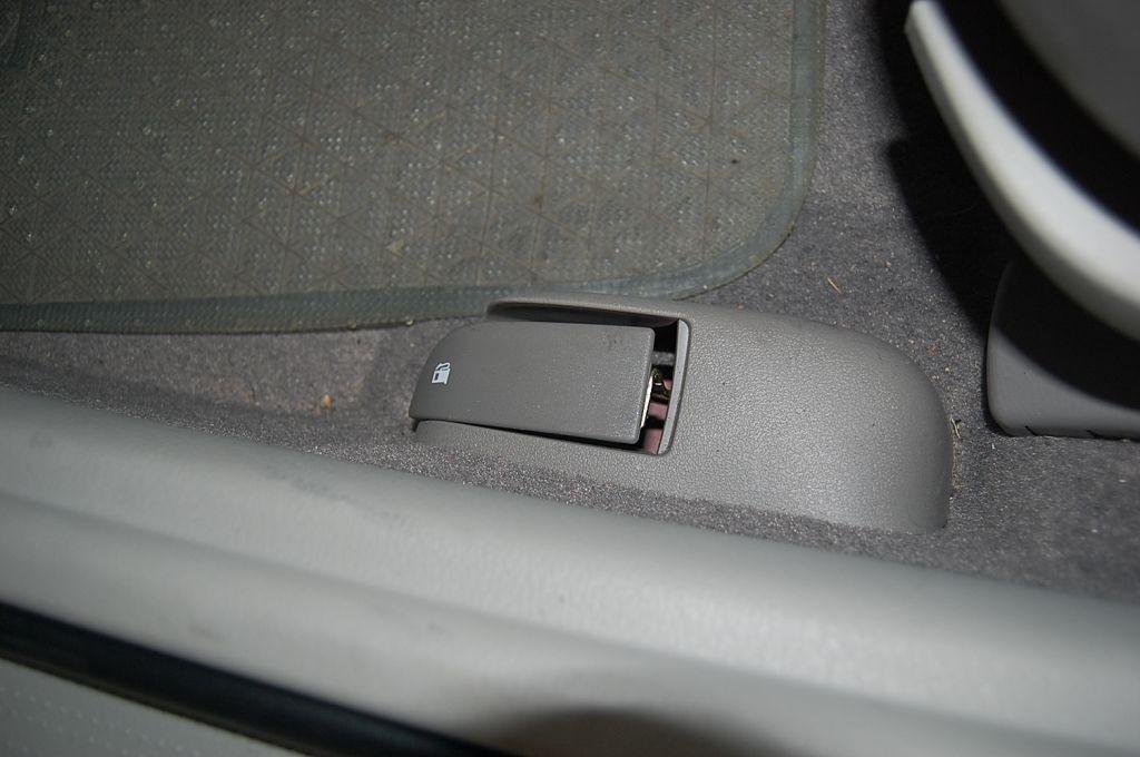 海马3车内控油箱开关